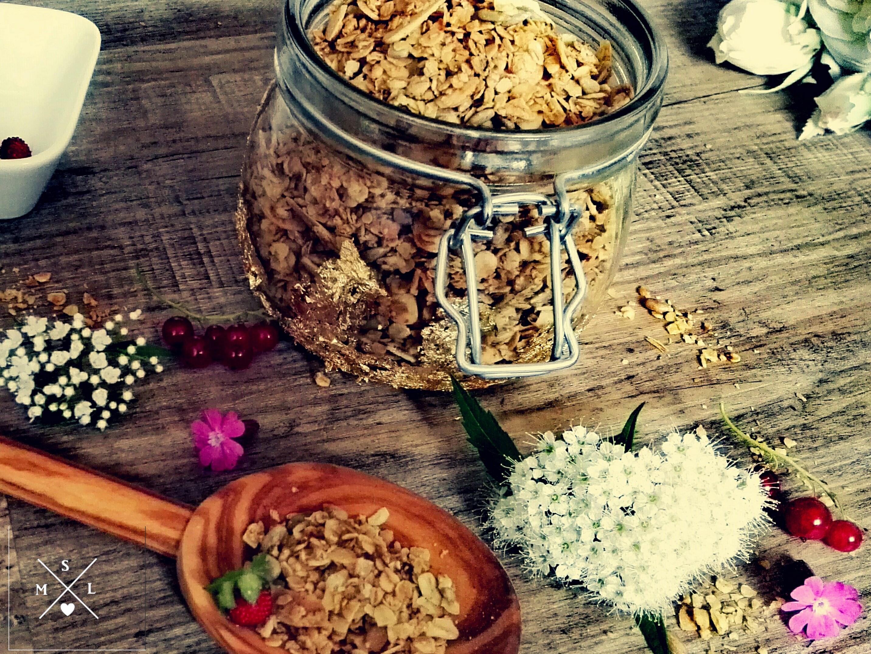Knuspriges Müsli selbstgemacht mit Mandeln und Sonnenblumenkernen